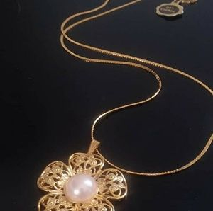Gold/Pearl Flower Necklace
